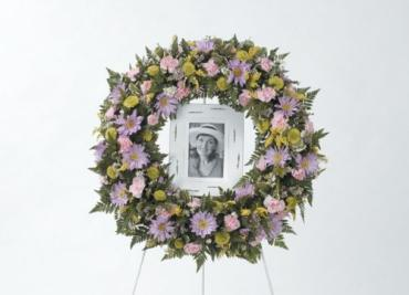 Mixed Flower Wreath<br>CTT 92-21